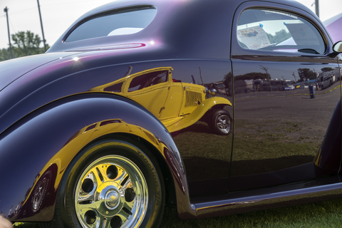 old-purple-car-with-bright-reflection-in-the-sun